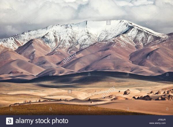 cerca-de-antofagasta-de-la-sierra-en-la-puna-argentina-provincia-de-catamarca-argentina-jf85jr